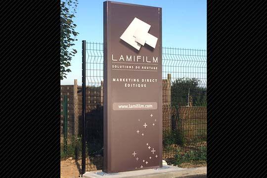 Lamifilm - totem institutionnel - Agraph Publicité - agence publicitaire - Melesse (35)