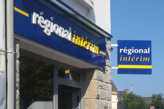 Régional-Intérim-Paimpol-enseigne-lettres-PVC-laquées-enseigne-drapeau