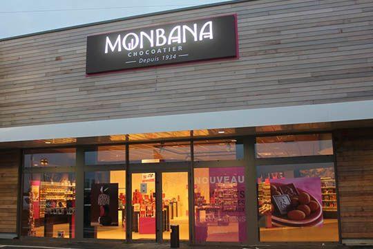 Monbana - enseigne lumineuse - caisson lumineux - Agraph Publicité - agence publicitaire - Melesse (35)