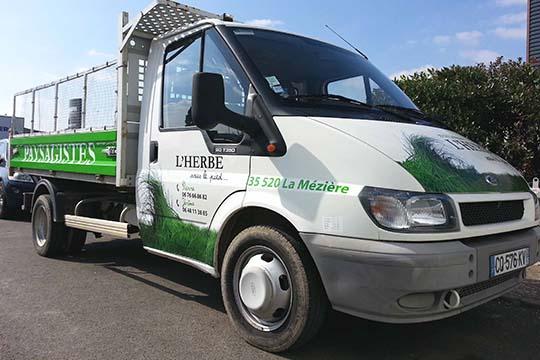 L'Herbe sous le pied - flocage véhicule - Agraph Publicité - agence publicitaire - Melesse (35)