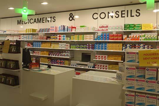 pharmacie-vauchelet-signaletique-lettres-dibond-2
